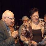 <p>Il poeta Nazario Pardini riceve da Rina Gambini il premio del Presidente Regione Toscana.</p>